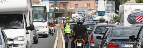 Due ore d'attesa agli imbarchi per la Sicilia. Chiuso lo svincolo di Villa San Giovanni dell'A2 in direzione Nord