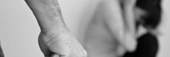 CALABRIA: PICCHIA LA MOGLIE E TENTA DI VIOLENTARLA, ARRESTATO