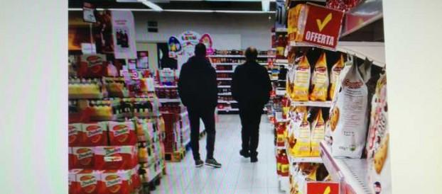 NEL REGGINO: SHOPPING INVECE DI LAVORARE, TRE SOSPESI