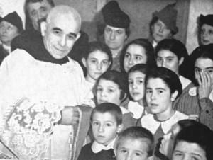 Con-bambini-a-Molassana-GE-maggio-1939---Copia