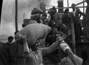imbarco del traghetto ferroviario tra Reggio Calabria e Messina - bagnarote 1947