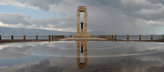 LE BELLEZZE DEL LUNGOMARE REGGINO: CIPPO MARMOREO (STATUA DI ATHENA PROMACHOS)