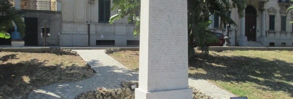 MONUMENTI SUL LUNGOMARE REGGINO: LA STELE A GIOVANNI PASCOLI