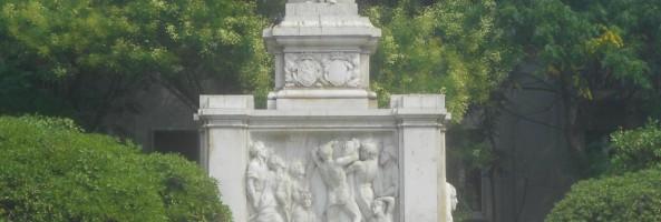 BELLEZZE DI REGGIO: PIAZZA E MONUMENTO A GIUSEPPE DE NAVA