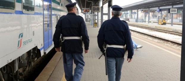 AFFRONTA I POLIZIOTTI COME FOSSE UN PUGILE, ARRESTATO [VIDEO]