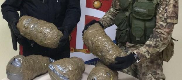 FERMATO CON 5 KG DI DROGA NEL BAGAGLIAIO, ARRESTATO